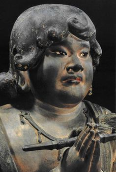 However, it is often shown on pictures and statues by the triad style which brought two youths of Kongara-doji (the youth Kongara) and Seitaka-doji (the youth Seitaka) among hachidai-doji (it is called the statue of Fudo Myoo with two youths or the Fudo triad).