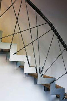Balustrade with spectacular design - Ideas for all tastes. Interior Stair Railing, Staircase Handrail, Winding Staircase, Stair Railing Design, Railing Ideas, Staircase Ideas, Steel Stairs, Wooden Stairs, Wooden Staircases