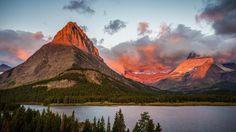 La Luz Del Amanecer En La Montana