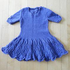 Ravelry: Maddie Children's Dress pattern by Kari-Helene Rane Girls Knitted Dress, Knit Dress, Knitting For Kids, Baby Knitting, Kids Outfits Girls, Girl Outfits, Kids Dress Patterns, Knitted Flowers, Junior