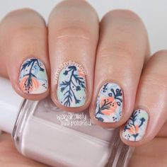 Lovely floral design by @wondrouslypolished ! ❤️