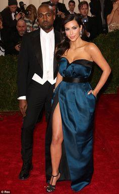 Как сладко: Ким и ее жених Kanye West, который будет иметь свадьбу позже в этом месяце, но...