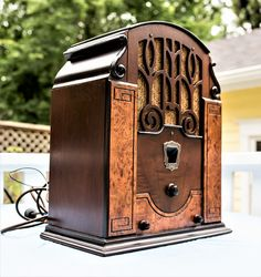 Antique Radio Cabinet, Retro Radios, Old Time Radio, Vinyl Music, Timber Wood, Phonograph, Vintage Tv, Old Tv, Tv On The Radio