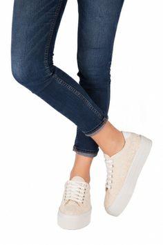 Sneakers Macramè - Kammi Calzature Collezione Primavera Estate 2014 Sneakers in pelle e tessuto color beige con lavorazione tipo Macramè. Un accessorio di tendenza comodo e con grande stile #scarpe #donna #sneakers #macrame #kammi #calzature #shoes #style
