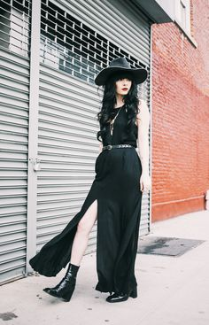 10 Festival Fashion Staples to Invest In Now – Glam Radar black boho maxi dress with cowboy hat Witch Fashion, Dark Fashion, Gothic Fashion, Boho Fashion, Latex Fashion, Festival Mode, Festival Fashion, Alternative Mode, Alternative Fashion