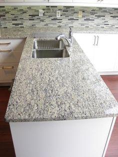 Santa Cecilia Light Granite traditional-kitchen