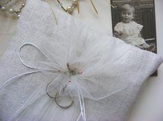 sweet ring pillow for wedding von HalloVintage auf Etsy