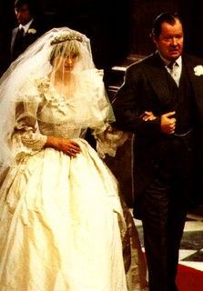 July Lady Diana Spencer marries Prince Charles at St. Paul's Cathedral in London. Prince Charles Et Diana, Charles And Diana Wedding, Princess Diana Wedding, Princess Diana Family, Princess Anne, Princess Of Wales, Royal Wedding 1981, Royal Wedding Gowns, Royal Weddings