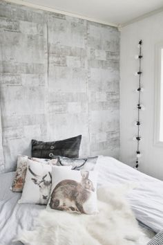 white on white with colors of nature Living Room Decor, Bedroom Decor, Scandinavian Style Home, Nordic Living, Nordic Christmas, Beautiful Interior Design, Wall Finishes, White Rooms, Home And Deco
