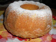 V míse si rozmixujeme banány na kaši, přidáme mouku, cukr, mléko, olej, vanilkový cukr, prášek do pečiva a 4 žloutky. Vše řádně zamícháme. V... American Cake, Italian Cookies, Chiffon Cake, Bakery Cakes, Cake Cookies, Doughnut, Chocolate, Cooking, Desserts