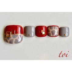 Grey Nail Designs, Pedicure Designs, Pedicure Nail Art, Toe Nail Art, Cute Gel Nails, Pretty Toe Nails, Purple Nail Art, Yellow Nails, Coco Nails