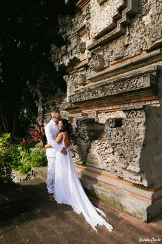 Love captured in record time at a gorgeous temple in Bali. If you want epic photos, Melina & Henrik show us a three minute wedding photo shoot is enough! Epic Photos, Wedding Photoshoot, Photo Shoot, Bali, Groom, Bride, Photography, Dresses, Photoshoot