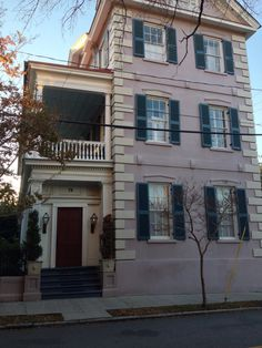 Houses i want to live in on pinterest victorian houses for Charleston single house