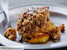 This apple crumble is so easy to make and the perfect gluten free fall or winter dessert. Perfect dessert for your family dinner that everyone can enjoy. Make sure to use gluten free oats Winter Desserts, Apple Desserts, Köstliche Desserts, Delicious Desserts, Tropical Desserts, Paleo Apple Crisp, Apple Crisp Recipes, Paleo Dessert, Dessert Recipes