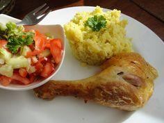 Zvířátkový den - Pečené kuře, květáková rýže, zeleninový salát.Syrový květák nastrouhat, orestovat cibulku a květák, ochutit solí, kari kořením nebo česnekem./Podle potřeby podlít troškou vody a chvilku podusit