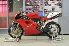 John Hackett Ducati in Coventry have just finished a complete bolt up service on this 955Corse from 1995.