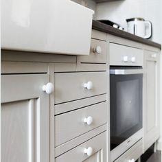 Klassinen keittiö 08 Kitchen Cabinets, Home Decor, Decoration Home, Room Decor, Kitchen Base Cabinets, Dressers, Kitchen Cupboards, Interior Decorating