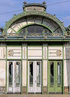 Wien - Stadtbahn Karlsplatz b Historical Architecture, Modern Architecture, Art Nouveau Arquitectura, Otto Wagner, Bauhaus Art, Vienna Secession, Arched Doors, Building Facade, Dream City