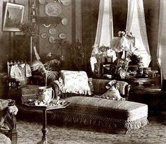 38 ideas antique furniture victorian interior design for 2019 Victorian House Interiors, Victorian Living Room, Victorian Parlor, Victorian Style Homes, Victorian Life, Victorian Furniture, Victorian Decor, Vintage Interiors, Victorian Houses