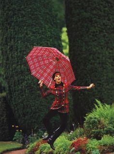 Linda Evangelista by Arthur Elgort for Vogue US September 1991