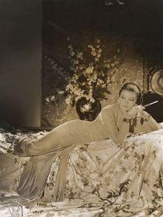 L'actrice Myrna loy (1905-1993)