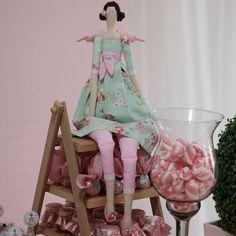 By @marifindlay ! #tilda #bonecadepano #dolls #patchwork #mesadecorada #designer #party #festa #decoração #artedecor #mimo #socute #instatildas #sewing #costura #lovely   Flickr - Photo Sharing!