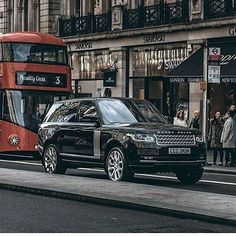 This fantastic image speaks for itself. By @nitroogeen #l405 #rangerover #landrover #landroverphotoalbum @landrover @landrover_uk