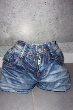 cache-pot en jeans solide et leger à la fois..https://www.alittlemarket.com/boutique/sissi_arts_body-1348519.html