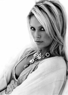 Charlize Theron Looks Totally Different with Baby Bangs - Celebrities Female Most Beautiful Women, Beautiful People, Beauté Blonde, Black And White Portraits, Timeless Beauty, Famous Faces, Beautiful Actresses, Pretty People, Pretty Woman