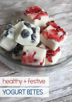 A fun and healthy snack recipe for the of July that kids will love! Snacks desserts Patriotic Yogurt Bites - Love and Marriage Healthy Snacks For Kids, Easy Snacks, Healthy Desserts, Healthy Drinks, Healthy Snack Recipes, Snacks Kids, Healthy Yogurt, Fruit Snacks, Healthy Nutrition