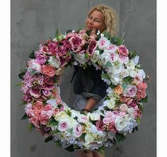 very big wreath on the door, Marie Antoinette XXL Magnolia Farms, Arts And Crafts, Diy Crafts, Marie Antoinette, Garland, Floral Wreath, Spring Wreaths, Creative, Flowers