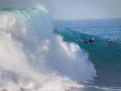 Monster waves at the Wedge in Newport Beach; 100,000 pack Huntington Beach to beat the heat for Labor Day - The Orange County Register