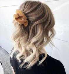 Chaser Brand - Official Site - HAIR GOALS - Pinspiratie: zo maak jij je halflange coupe fresh & fruity – Jani You are in the ri - Prom Hairstyles For Short Hair, Pretty Hairstyles, Easy Hairstyles, Scrunchy Hairstyles, Curl Styles, Hair Day, Gorgeous Hair, Hair Looks, Scrunchies