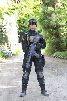 Airsoft Player in Japan. Fashion Photo Woman. Black Multicam BDU of TRU-SPEC…