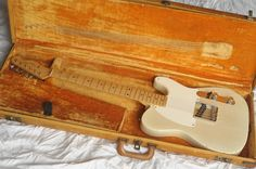 Before the Telecaster and the short-lived Broadcaster, there was the Esquire: Fender'sf first production solid-body electric guitar. The original Esquire Gibson Guitars, Fender Guitars, Bass Guitars, Fender Vintage, Vintage Guitars, Fender Telecaster, All Music Instruments, Fender Esquire, Guitar Kits
