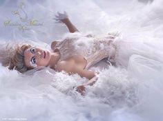 SANDRA MAUREL - Styliste et créatrice de robes de mariées :  http://www.luxe-prestige.fr/mariage-d-exception/sandra-maurel-styliste-et-creatrice-de-robes-de-mariees-s1261.html