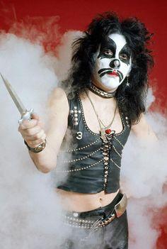 look, man, don't make peter criss cut you. Kiss Images, Kiss Pictures, Ipod, Vinnie Vincent, Vintage Kiss, Eric Carr, Peter Criss, Kiss Photo, Look Man