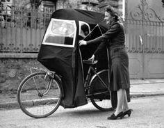 Guerre 1939-1945. Le vélo abri. Paris, 1940.