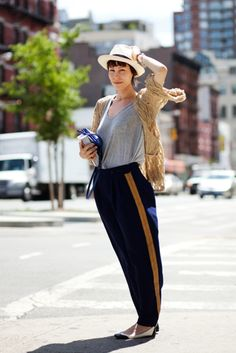 How part of me wants to dress everyday.  From thesartorialist.com