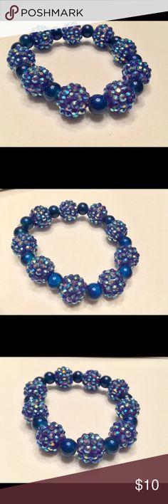 Handmade blue sparkle bracelet 💎💎💎 Handmade bracelet with large blue sparkly beads patterned with royal blue beads Jewelry Bracelets