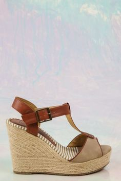 Shoe love! The perfect, tan Spring wedge! Want, need, love! Repin!