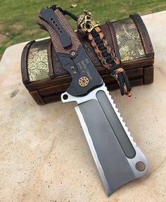 Adv Battle Cleaver (reposted by iwoniteverything) Cool Knives, Knives And Tools, Knives And Swords, Tactical Knives, Tactical Gear, Tactical Swords, Homemade Weapons, Beil, Fantasy Weapons