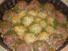 Фото к рецепту: Котлетки с картошкой в сметанно-томатном соусе!