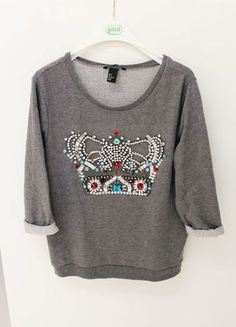 Sweatshirts, Graphic Sweatshirt, Sweaters, Fashion, Gray Sweater, Embellishments, Fashion Women, Curve Dresses, Moda