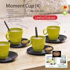 Moment Cup (4) Empat buah cangkir tupperware yang dilengkapi dengan satu buah sendok kecil untuk masing-masing cangkir. Sangat layak Anda miliki untuk menyajikan minuman diruang tamu.  Terdiri dari : a. Moment cup (4) @180ml/ Ø:8,1 cm; t: 7,2 cm b. Dish (4) @Ø: 14,5 cm; t: 2,3 cm c. Hang on Spoon (4) @13,9 x 2,8 x 1,1cm