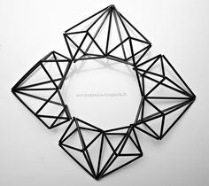 Suvikukkasia: Himmelisydämet Straw Crafts, Diy Straw, Craft Stick Crafts, Diy Crafts, Christmas Diy, Christmas Decorations, Geometric Sculpture, Geometric Decor, 3d Shapes