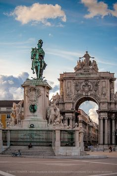 Praça do Comércio, Lisboa, Lisbon, Portugal © Nuno Trindade. My husband and I first exchanged rings at this statue in 2002 <3