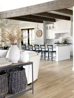 Modern Farmhouse Interiors, Modern Farmhouse Kitchens, Home Kitchens, Home Interior Design, Interior Decorating, Australian Interior Design, Fall Decorating, Beautiful Kitchens, Home Living Room