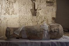 ARQUEÓLOGOS HALLAN EL SARCÓFAGO DE UN NIÑO EGIPCIO DE HACE 3.500 AÑOS