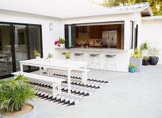 Take a look at these ten dreamy indoor/outdoor living spaces. So pretty for flooding your house with light, increasing living space, and entertaining.